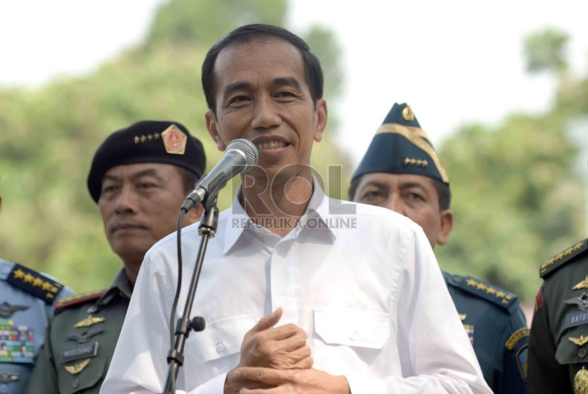President Joko Widodo talks to the press after a closed door meeting at the State Palace in Jakarta on Wednesday, Oct 22, 2014.
