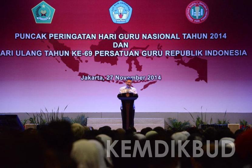 Ketua PGRI Sulistyo memberikan kata sambutan pada Puncak Peringatan Hari Guru Nasional dan HUT PGRI ke-69  di Istora Senayan, Jakarta (27/11).  (Kemdikbud/Ridwan Maulana)