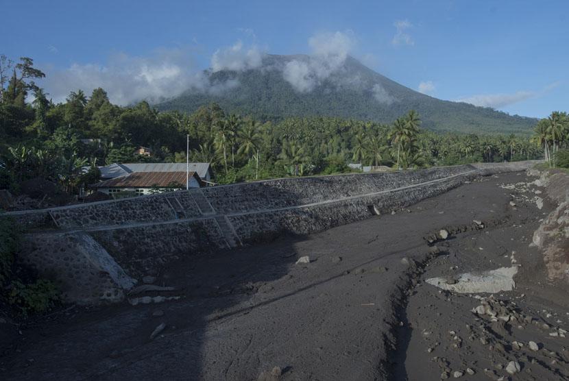 Pemandangan Gunung Gamalama di Kota Ternate, Maluku Utara.  (Antara/Widodo S. Jusuf)