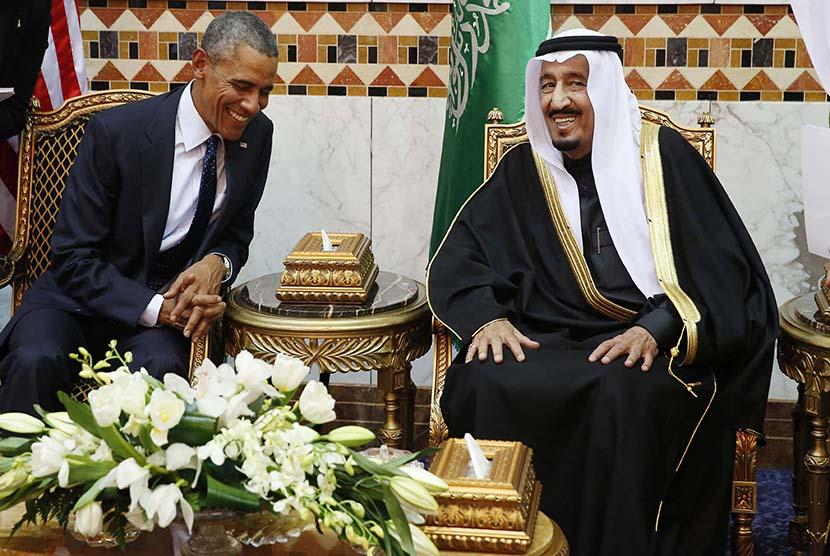 Presiden AS Barack Obama bertemu dengan pemimpin baru Arab Saudi Raja Salman bin Abdul Aziz di Riyadh, Arab Saudi, Selasa (27/1) wakru setempat.   (Reuters/Jim Bourg)