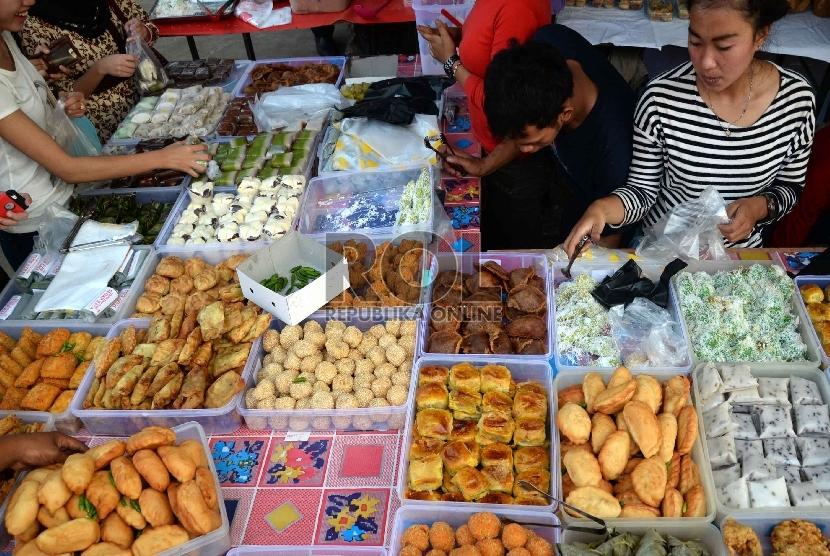 Berburu Makanan Berbuka Puasa Di Pasar Takjil Benhil Republika