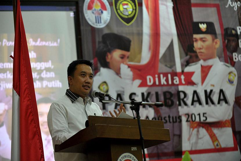 Menpora Imam Nahrawi saat membuka Pelatihan Paskibraka 2015 di Wisma Soegondo, PP-PON Cibubur, Jakarta Timur, Rabu (29/7) malam.  (foto : dok. Kemenpora)