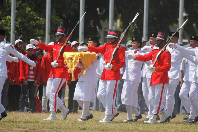 Upacara Peringatan Hari Ulang Tahun Kemerdekaan ke-70 RI di Lapangan Blambangan, Banyuwangi, Jawa Timur, Senin (17/8).        (Foto : Rindra Arinal)