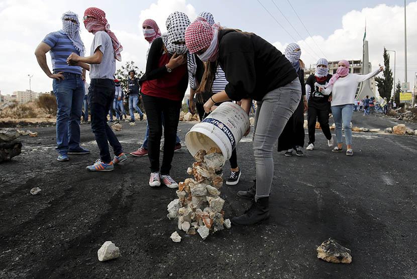 Pengunjuk rasa perempuan Palestina.  (REUTERS/Mohamad Torokman)