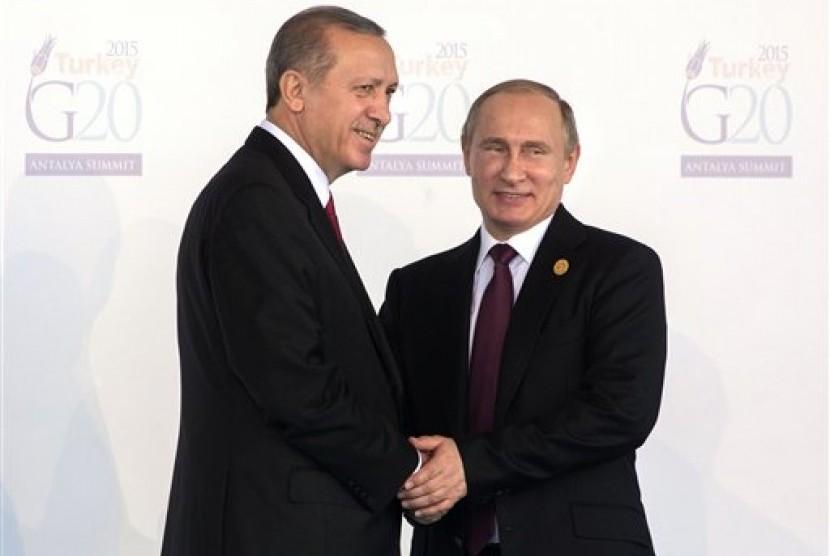 Presiden Turki Recep Tayyip Erdogan bersama Presiden Rusia Vladimir Putin.