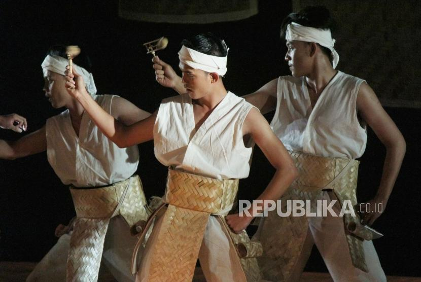 Tari Kontemporer Perjalanan Bambu Di Taman Budaya Jawa Barat Republika Online