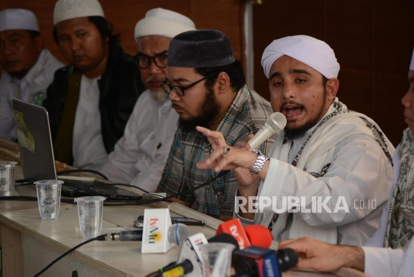 Menantu Imam Besar Habib Rizieq Syihab Habib Hanif Alathos (kanan)