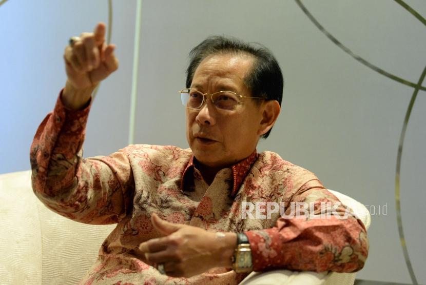 Direktur Utama BCA Jahja Setiaatmadja saat di wawancarai Republika, Selasa (5/11).