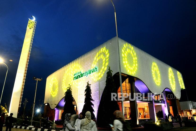 Masjid Megah Di Tol Cipali Km 166 Diresmikan Hari Ini Republika Online