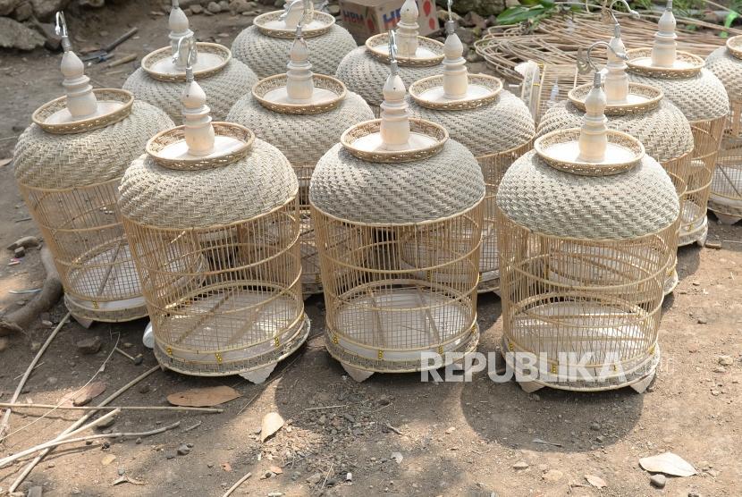 Pengrajin Sangkar Perkutut Desa Jaten Argosari Republika Online