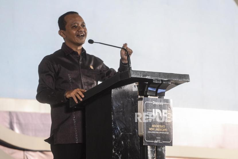 Kepala BKPM Bahlil Lahadalia memberikan paparan saat menjadi keynote speech pada acara Indonesia Data and Economic Conference di Jakarta, Kamis (30/1). Kepala BKPM menyatakan tidak adil bila UMKM berkompetisi dengan asing