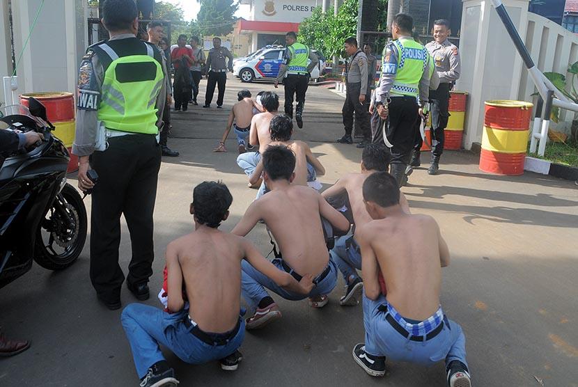 Sejumlah pelajar diamankan saat tawuran oleh Kepolisian Polres Bogor