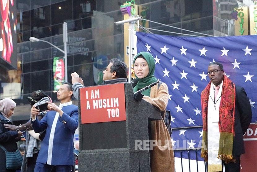 Aksi I Am Muslim Too di Time Square, jantung Kota New York, Ahad (20/2).