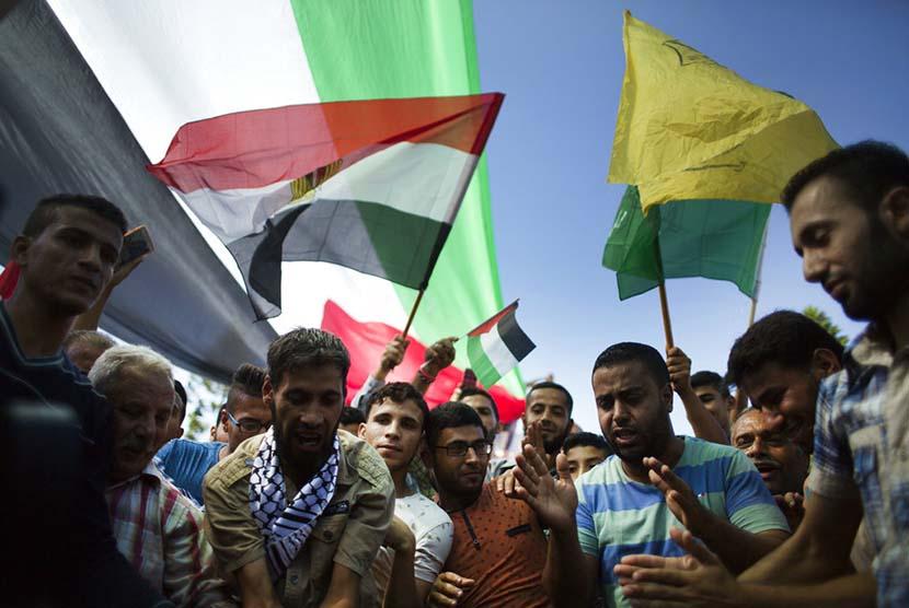 Warga Palestina di Gaza City menyambut gembira kesepakatan rekonsiliasi antara Hamas dan Fatah.