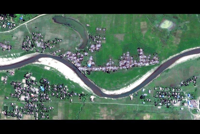 Citra satelit dari Human Rights Watch / Digital Globe ini menunjukkan empat desa di kota Maungdaw, negara bagian Rakhine utara, Myanmar pada 2 Desember 2017.