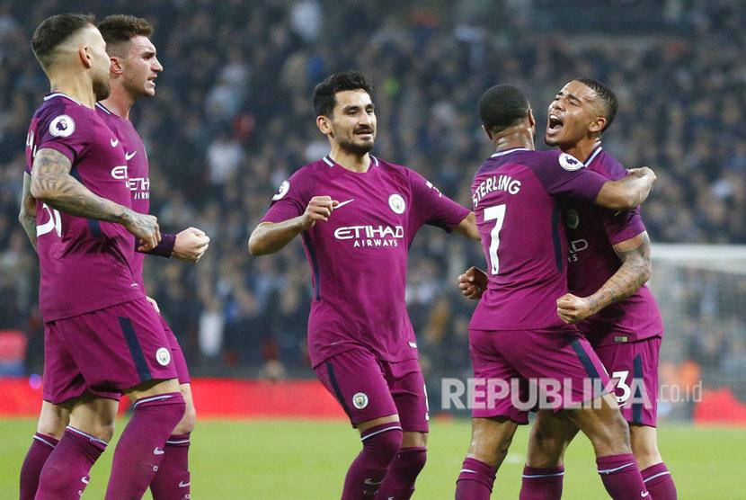 Manchester City dipastikan menjadi juara Liga Primer 2017/2018, setelah mengalahkan Tottenham 3-1 di Stadion Wembley pada Ahad (15/4) dini hari WIB.