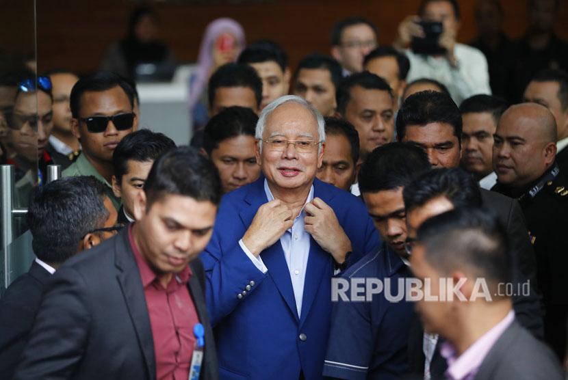 Mantan perdana menteri Malaysia Najib Razak memenuhi panggilan Komisi Antikorupsi Malaysia (MACC) pada Selasa (22/5).