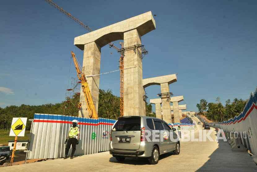 Jalur darurat jembatan Kali Kenteng dengan elevasi 10 derajat di ruas tol fungsional Salatiga-Kartasura di wilayah Kecamatan Susukan, Kabupaten Semarang.
