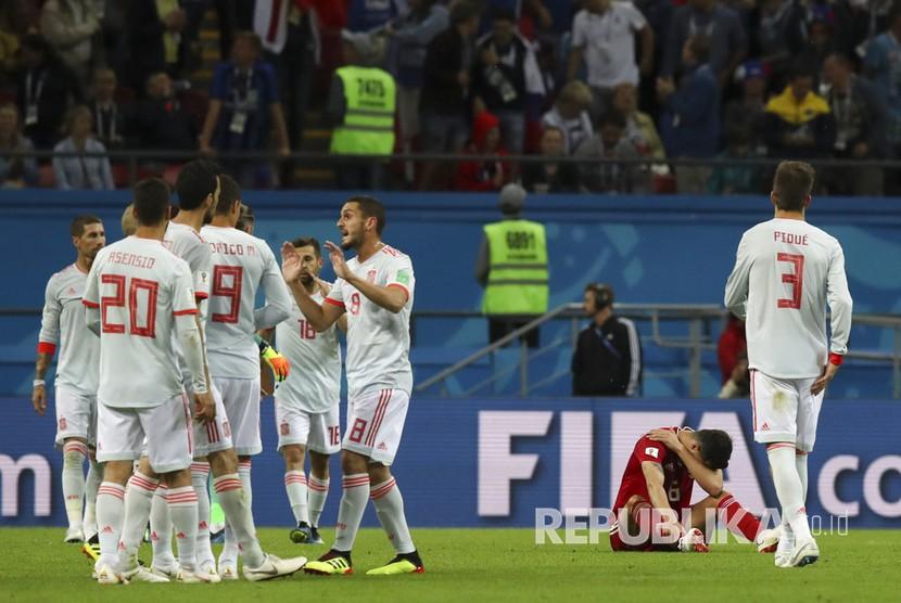 Selebrasi timnas Spanyol  usai memenangkan pertandingan grup B Piala Dunia 2018 di Kazan Arena, Kamis (21/6) dini hari.