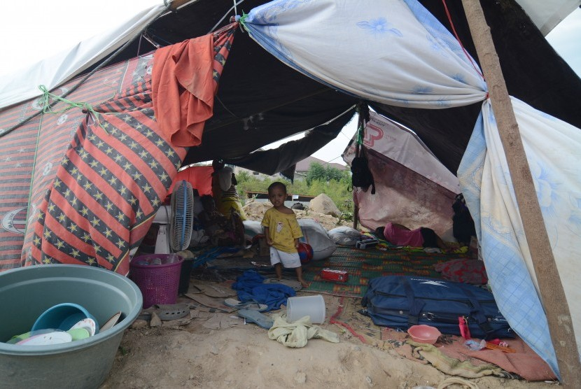 Temporary shelter for refugee in Kabonena square, Palu, Central Sulawesi, Wednesday (Oct 17).