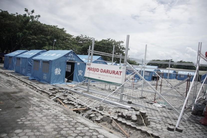 Dompet Dhuafa membangun masjid darurat untuk pengungsi korban gempa bumi, likuifaksi dan tsunami di Kota Palu, Sulawesi Tengah.