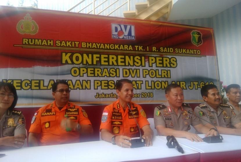 Konferensi pers DVI Polri RS Polri Jakarta Timur.