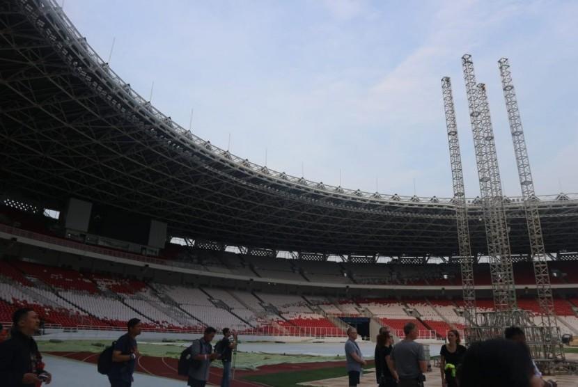 Suasana Stadion Utama Gelora Bung Karno, Senayan, Jakarta Pusat, Selasa (6/11) yang menjadi panggung konser band asal Amerika Serikat Guns N' Roses pada Kamis (8/11) mendatang