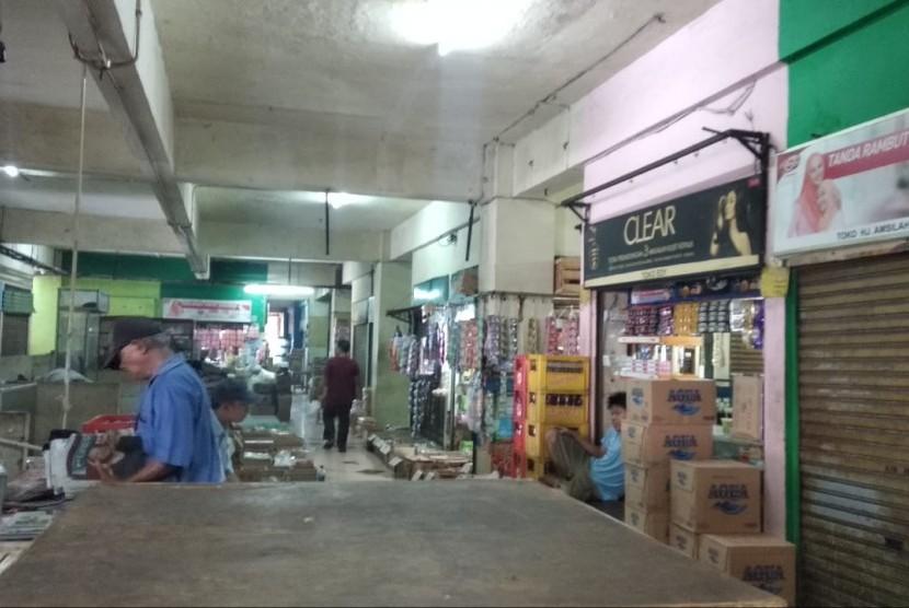 Perusahaan Daerah Pasar Jaya, berencana merevitalisasi 21 Pasar Tradisional. Foto beberapa pasar tradisional yang akan direvitalisasi oleh PD Pasar Jaya, Jakarta, (6 sampai 7/11).