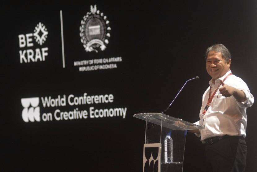 Menkominfo Rudiantara menyampaikan materi saat menghadiri kegiatan World Conference on Creative Economy (WCCE) di Nusa Dua, Bali, Rabu (7/11/2018).