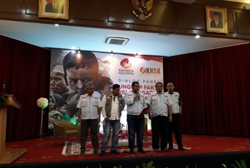 Pernyatan Sikap Komite Nasional untuk Solidaritas Rohingya (KNSR) usai dialog panel ungkap fakta pelanggaran HAM berat Pemerintah Myanmar atas etnis Rohingya di Wisma Antara, Jakarta, Rabu (14/11).