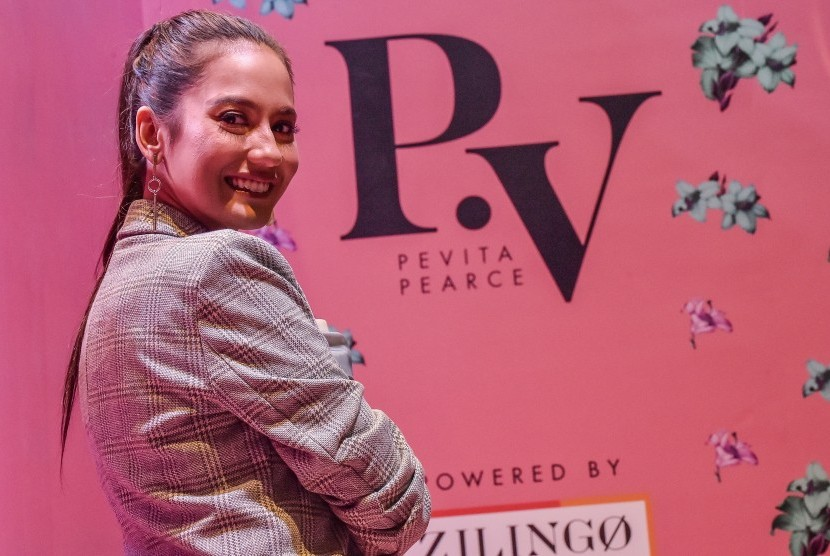 Artis Pevita Pearce.