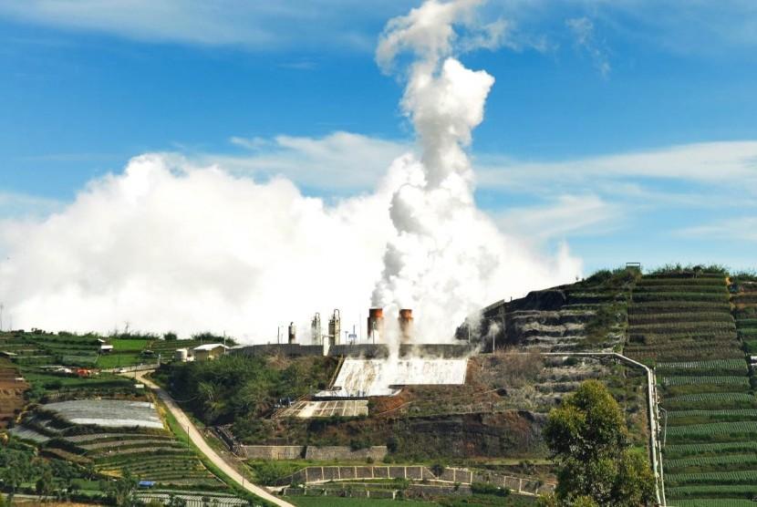 Salah satu potensi panas bumi di Dataran Tinggi Dieng, Kabupaten Banjarnegara, Jawa Tengah yang dimanfaatkan untuk pembangkit listrik, Jumat (23/11).