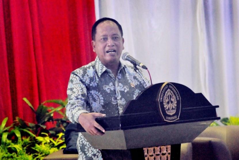 Menteri Riset Teknologi dan Perguruan Tinggi (Menristek Dikti), M Nasir saatmenghadiri Paparan Capaian 4 Tahun Kinerja Kemenristekdikti, di gedung Prof Soedharto, kampus Universitas Diponegoro (Undip), Tembalang, Kota Semarang, Jumat (30/11).