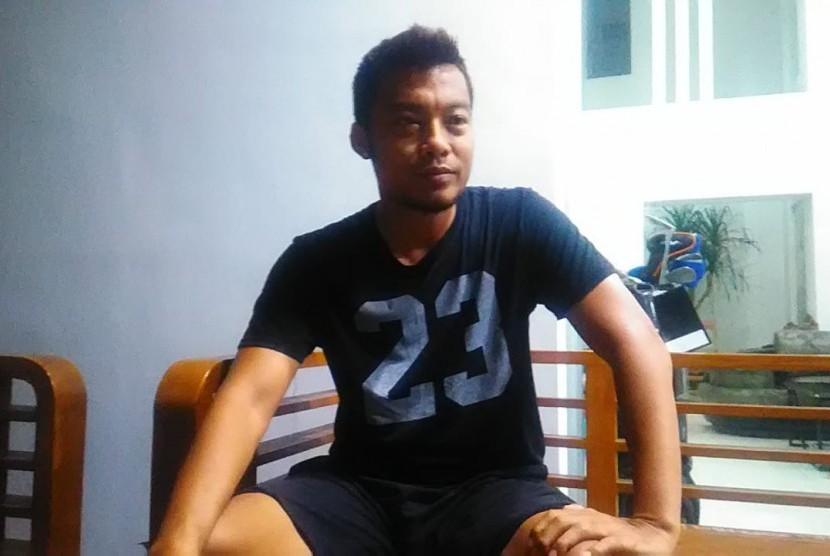 Kapten Arema FC, Hamkah Hamzah memberikan keterangan pers saat ditemui di kediamannya di kawasan Ijen, Kota Malang.