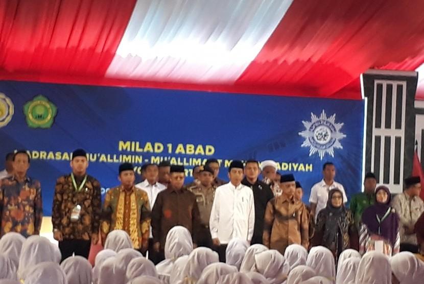 Presiden Joko Widodo menghadiri Puncak Peringatan Milad  1 abad Madrasah Muallimin -Muallimaat Muhammadiyah Yogyakarta di Kampus  Madrasah Muallimin Muhammadiyah Yogyakarta, Kamis (6/12)