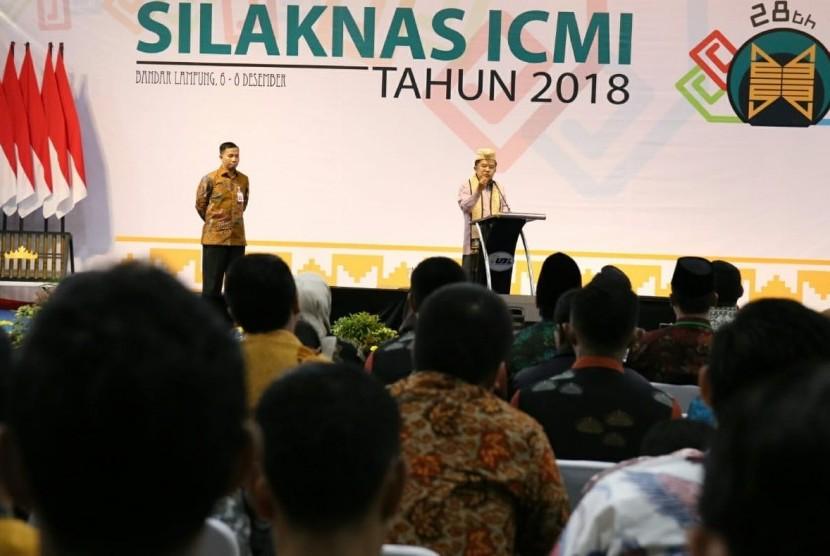 Wakil Presiden Jusuf Kalla menutup acara Silaturahmi Kerja Nasional Ikatan Cendekiawan Muslim Indonesia di Universitas Bandar Lampung, Sabtu (8/12).