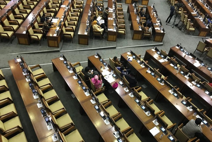 Kehadiran anggota DPR RI kembali menjadi sorotan dalam rapat paripurna DPR RI, Kamis (13/12). Hal ini nampak banyaknya kursi kosong dalam rapat paripurna terakhir tahun 2018 sebelum memasuki masa reses.