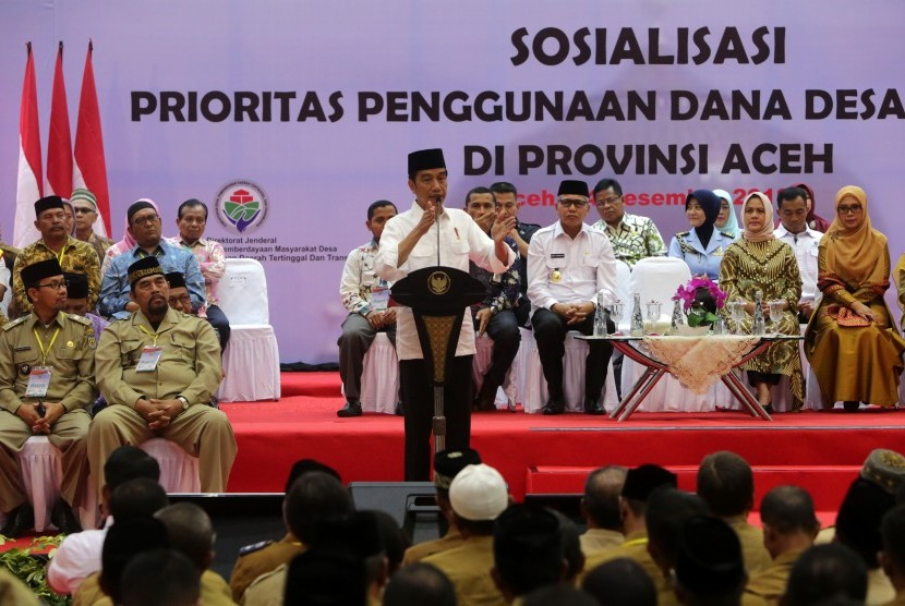 President Joko Widodo reminds the priority of using village funds in 2019 at the AAC Dayan Dawood Unsyiah Building, Banda Aceh, Aceh, Friday (Dec 14).
