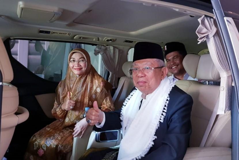 Calon Wakil Presiden nomor urut 01, KH Ma'ruf Amin didampingi istrinya, Wury Estu  Handayani.