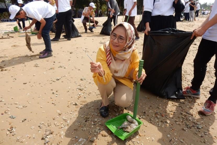 Kampanye gerakan pengurangan sampah plastik domestik di daerah-daerah.