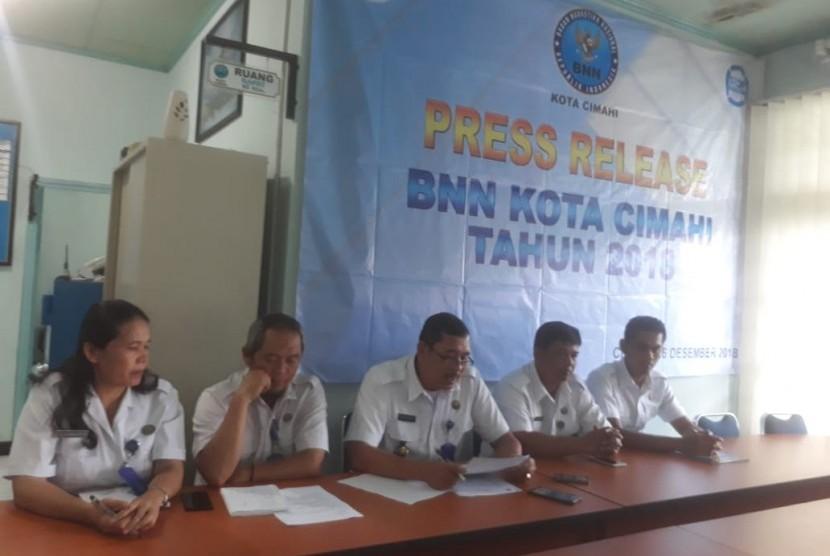 Badan Narkotika Nasional (BNN) Kota Cimahi mengungkapkan sebanyak 54 orang pecandu narkoba di Kota Cimahi yang mendapatkan rehabilitasi oleh lembaganya dominan berasal dari kalangan pelajar pada 2018. 30 orang diantaranya yang direhabilitasi merupakan pelajar.