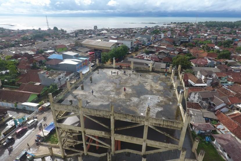 Foto aerial bangunan shelter tsunami Labuan, Pandeglang, Banten, Rabu (26/12/2018).