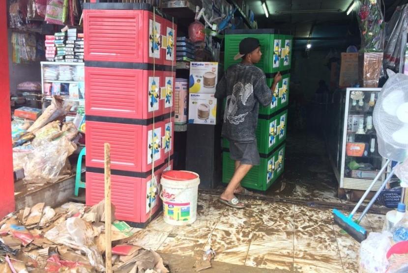 Kondisi Pasar Labuan, Kecamatan Labuan, Kabupaten Pandeglang, Banten, setelah kejadian tsunami dan banjir, Sabtu (29/12).