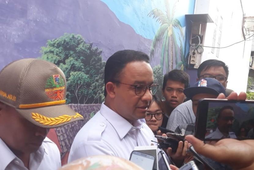 Gubernur DKI Jakarta Anies Baswedan di Kelurahan Sunter Jaya, Tanjung Priok, Jakarta Utara, Rabu (2/1).