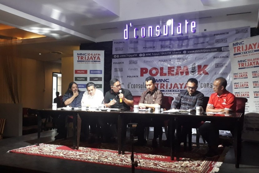Kepala Bagian Penerangan Umum dan Biro Penerangan Masyarakat Kombes Pol Syahar Diantono saat hadir dalam diskusi bertajuk Sepak Mafia Bola di Menteng, Jakarta, Sabtu (5/1).