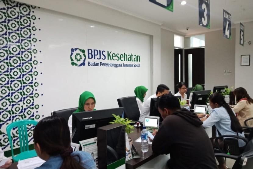 Aktivitas rutin di Kantor Badan Penyelenggara Jaminan Sosial (BPJS) Kesehatan, Kota Bogor, Senin (7/1).