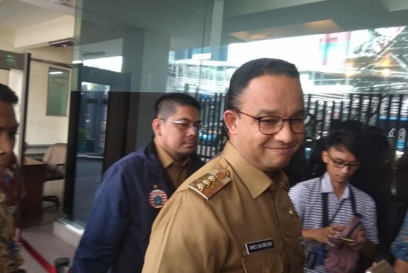 Gubernur DKI Jakarta, Anies Baswedan, mendatangi Kantor Bawaslu, Thamrin, Jakarta Pusat, Senin (7/1). Anies diperiksa Bawaslu terkait dugaan pelangggaran saat acara rapat koordinasi nasional Partai Gerindra pada akhir 2018 lalu.