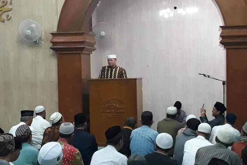 Ustaz Erick Yusuf saat mengisi tausiyah subuh di Masjid  Jogokariyan Yogyakarta, Kamis (10/1).