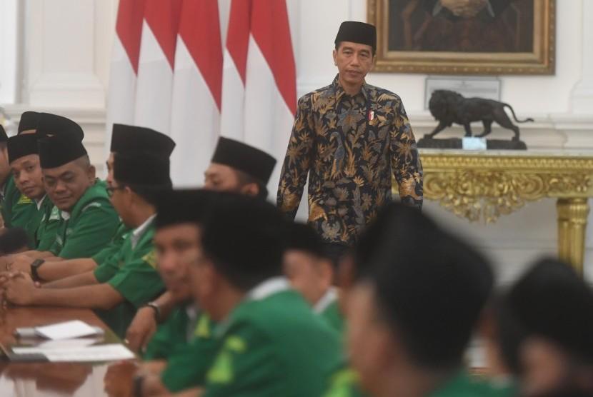 Presiden Joko Widodo menghadiri pertemuan dengan Pimpinan Pusat dan Ketua Pimpinan Wilayah Gerakan Pemuda (GP) Ansor se-Indonesia di Istana Merdeka, Jakarta, Jumat (11/1/2019).