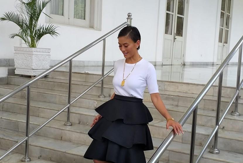 Penyanyi Agnez Mo menemui Presiden Jokowi di Istana Merdeka, Jumat (11/1).